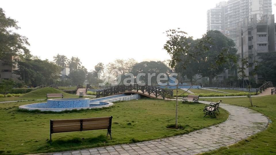Bombay Realty Island City Center Landscape Garden