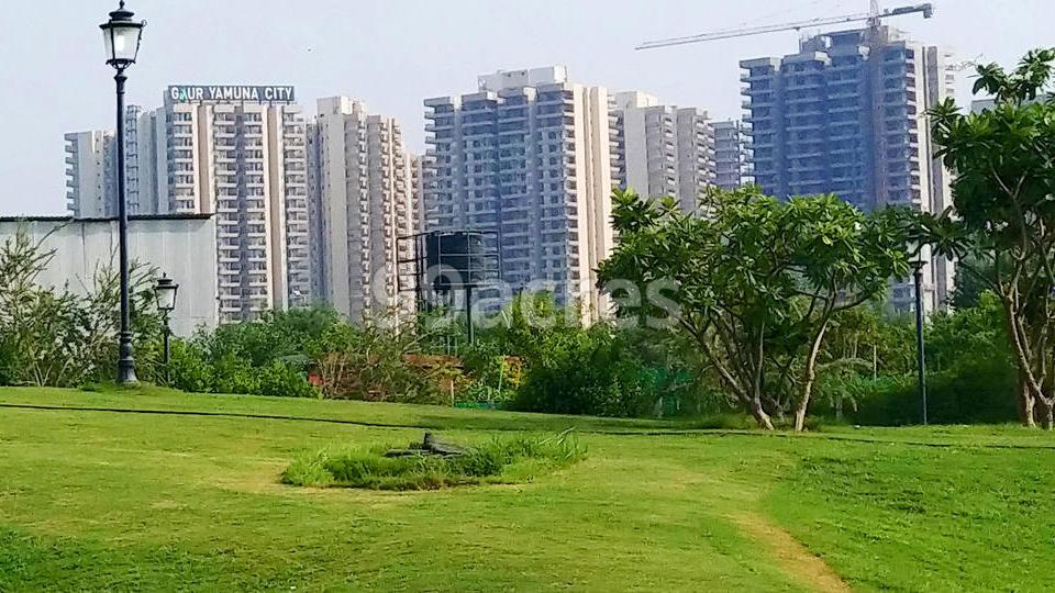 Gaur Yamuna City Plots Site View