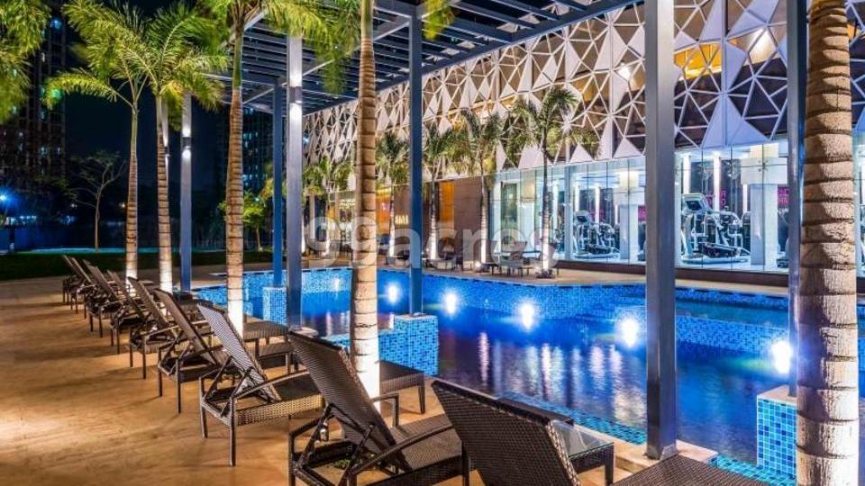 Lodha Luxuria Swimming Pool