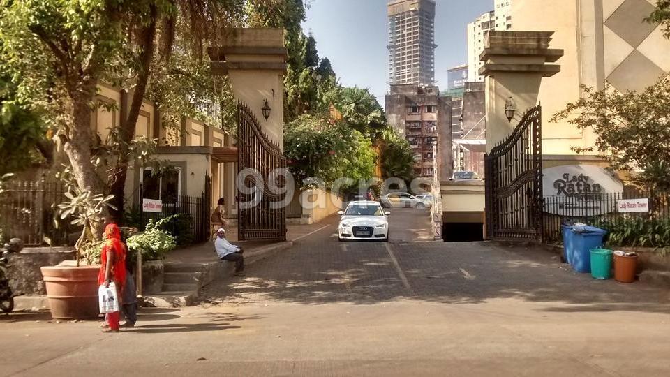 Lokhandwala Lady Ratan Tower Entrance View