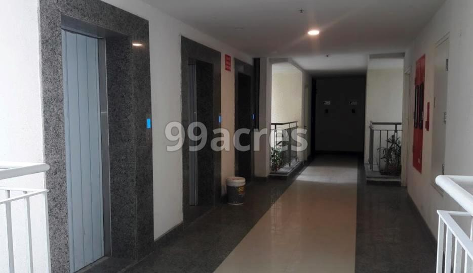 Shapoorji Pallonji Parkwest Lift Lobby