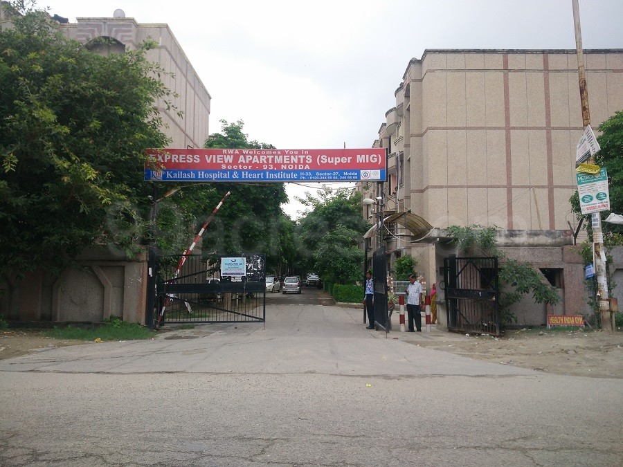 Express View Apartments Entrance